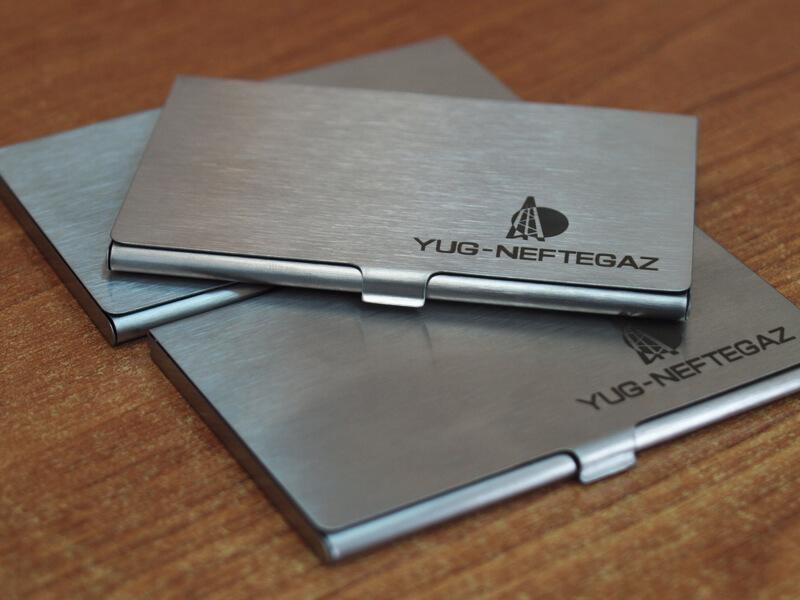 Металлические визитки с гравировокй