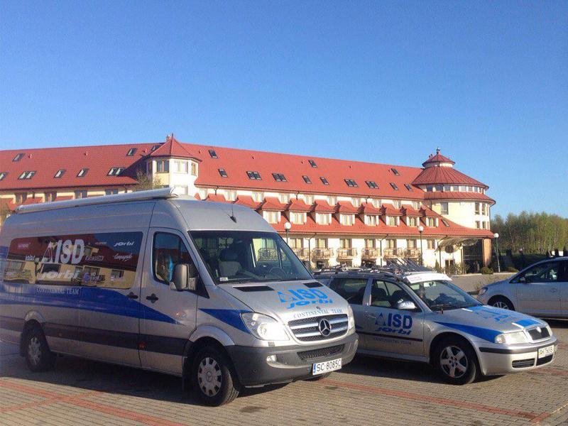 Брендирование микроавтобуса и автомобиля корпорации ISD